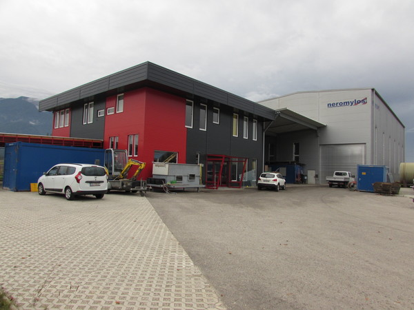 Production hall near Bleiburg Martin Moser, the managing director of Neromylos offers the use of this production hall for our project. We visited it on 23 September 2019.